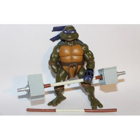 Ripped Up Donatello 2004 - TMNT figure (Mangler den ene hånd! Deraf den lave pris. Inkluderer bo staff barbell & bo staff)